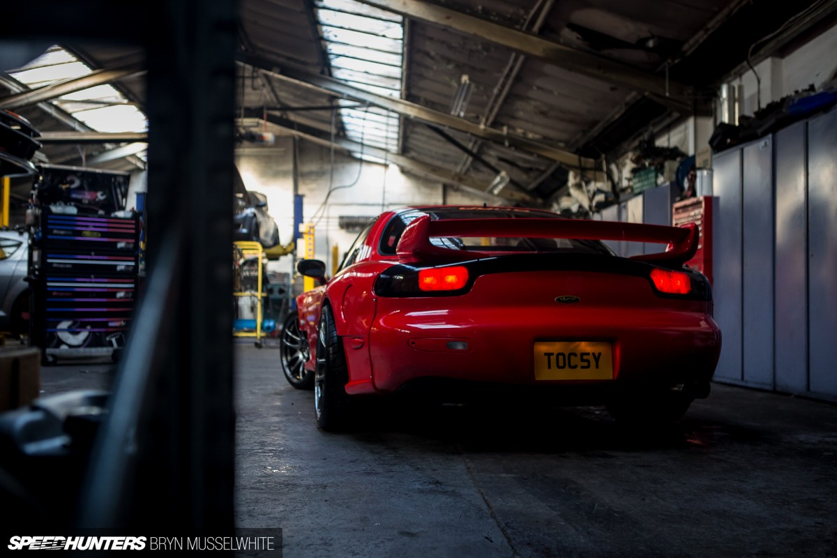 Dynotorque-UK-Mazda-RX7-LS3-twin-turbo-10-of-76-1200x800